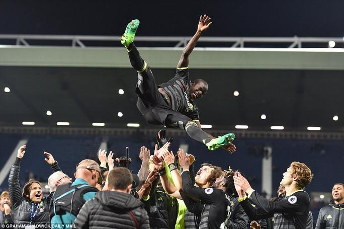 Chùm ảnh: Chelsea bay cao cùng chức vô địch - Ảnh 10.