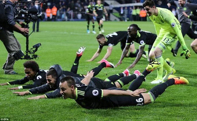 Chùm ảnh: Chelsea bay cao cùng chức vô địch - Ảnh 6.