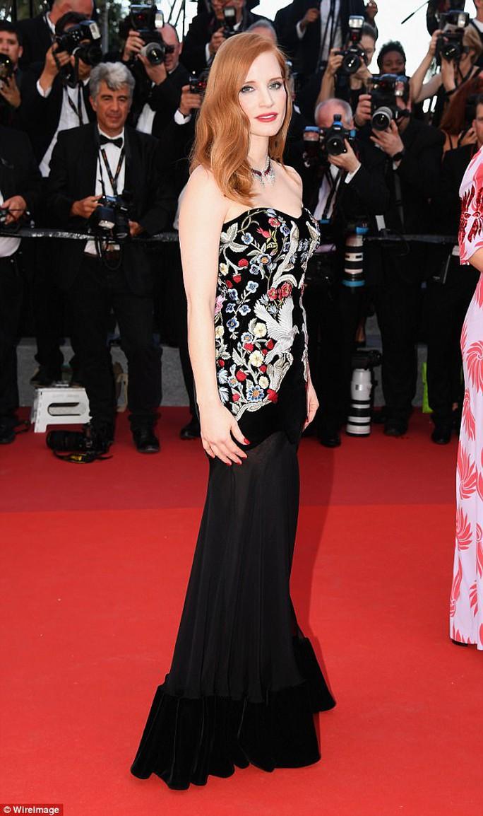 Mỹ nhân khoe sắc rạng rỡ tại LHP Cannes - Ảnh 6.
