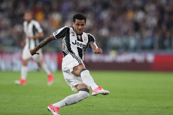 UEFA công bố 10 bàn thắng đẹp nhất Champions League - Ảnh 4.