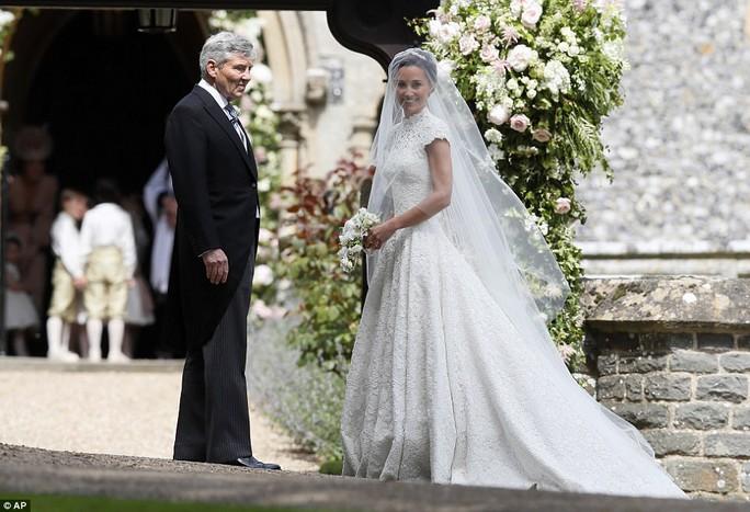 Cận cảnh đám cưới lộng lẫy của em gái công nương Kate - Ảnh 7.