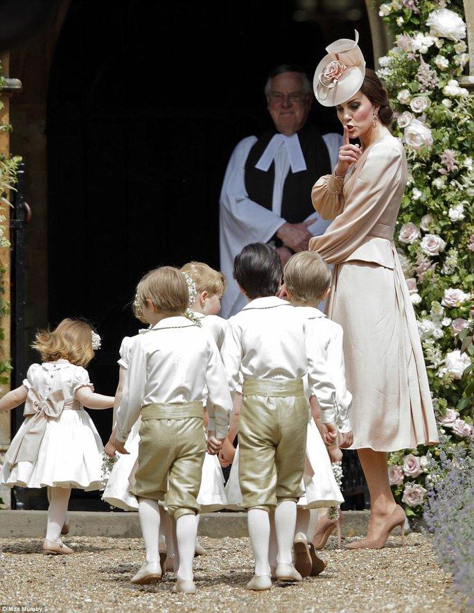Cận cảnh đám cưới lộng lẫy của em gái công nương Kate - Ảnh 10.