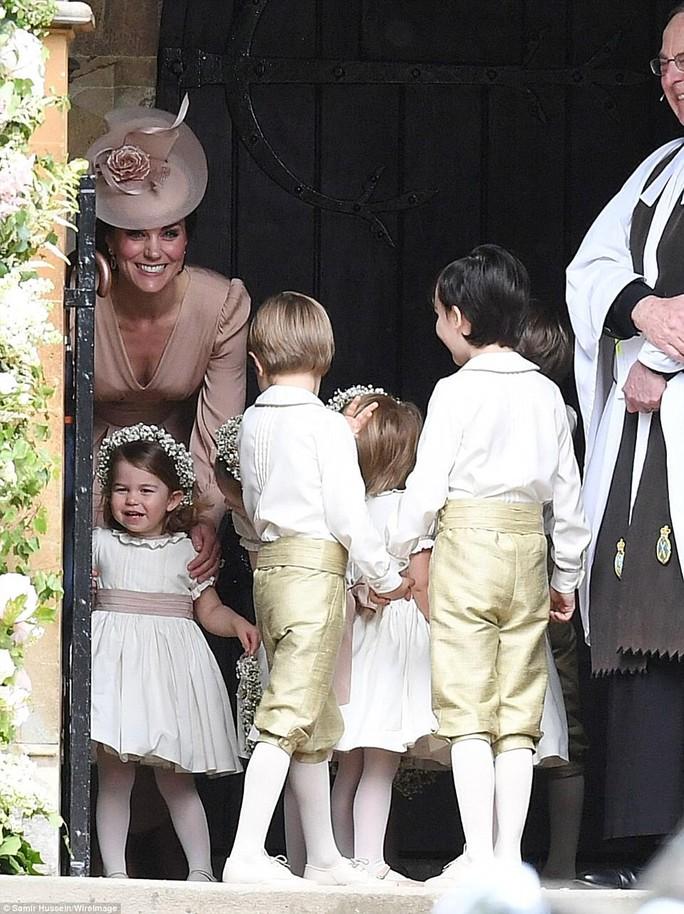 Cận cảnh đám cưới lộng lẫy của em gái công nương Kate - Ảnh 12.