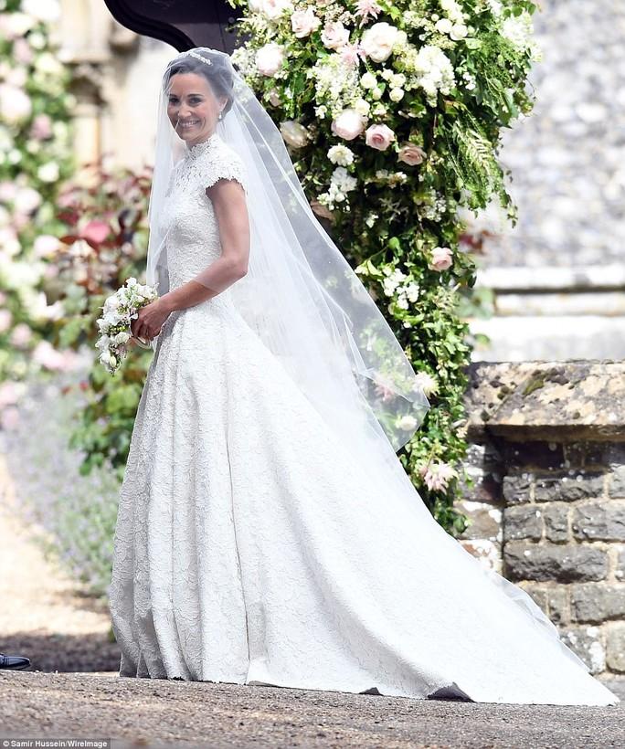 Cận cảnh đám cưới lộng lẫy của em gái công nương Kate - Ảnh 6.