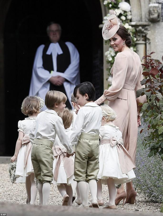 Cận cảnh đám cưới lộng lẫy của em gái công nương Kate - Ảnh 11.