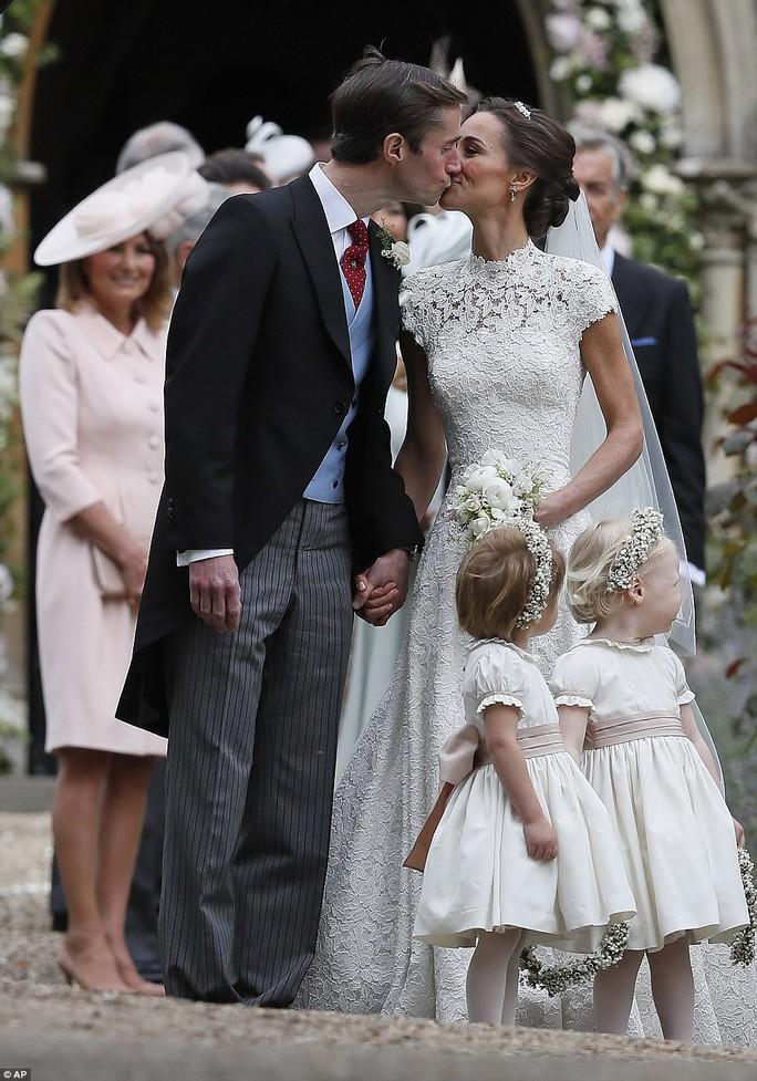 Cận cảnh đám cưới lộng lẫy của em gái công nương Kate - Ảnh 18.