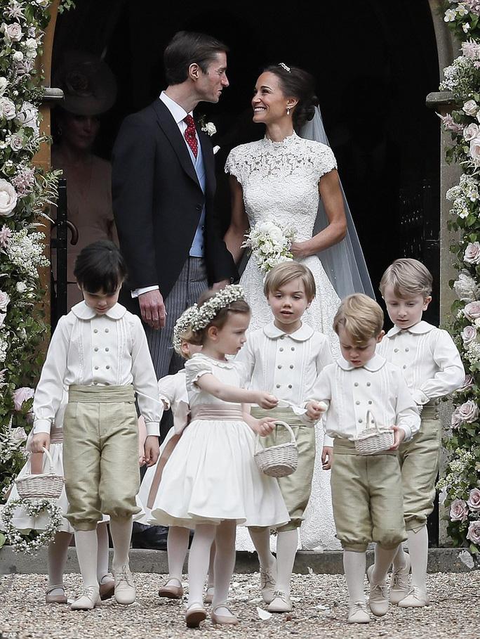 Cận cảnh đám cưới lộng lẫy của em gái công nương Kate - Ảnh 16.