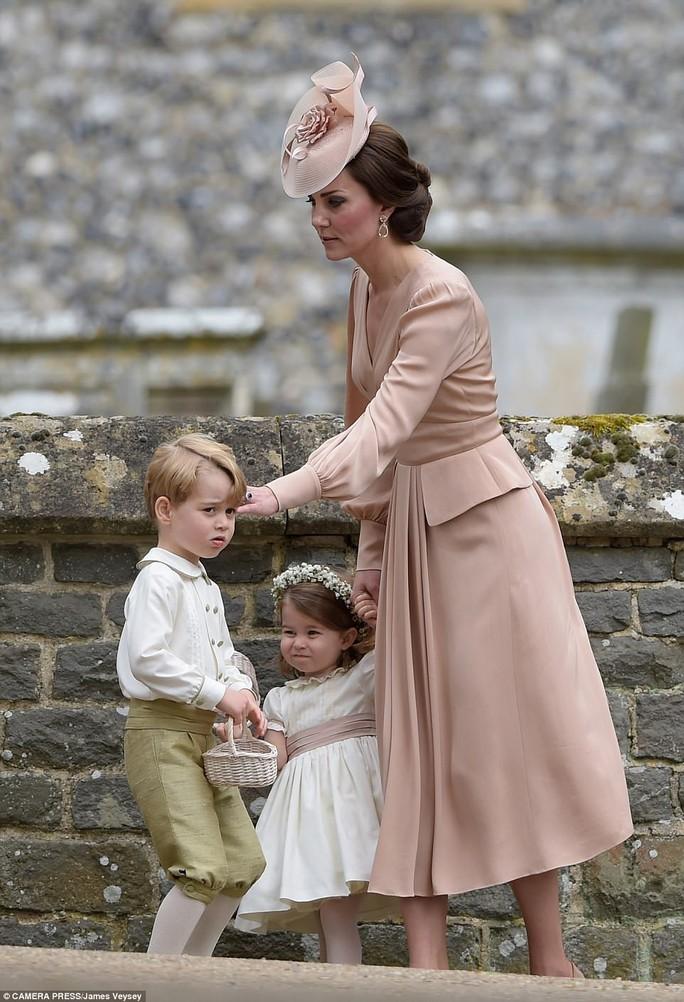 Cận cảnh đám cưới lộng lẫy của em gái công nương Kate - Ảnh 14.