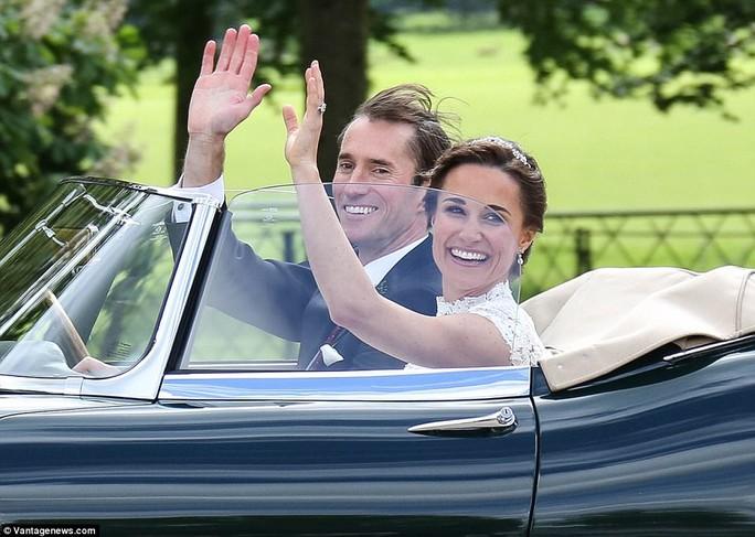 Cận cảnh đám cưới lộng lẫy của em gái công nương Kate - Ảnh 4.