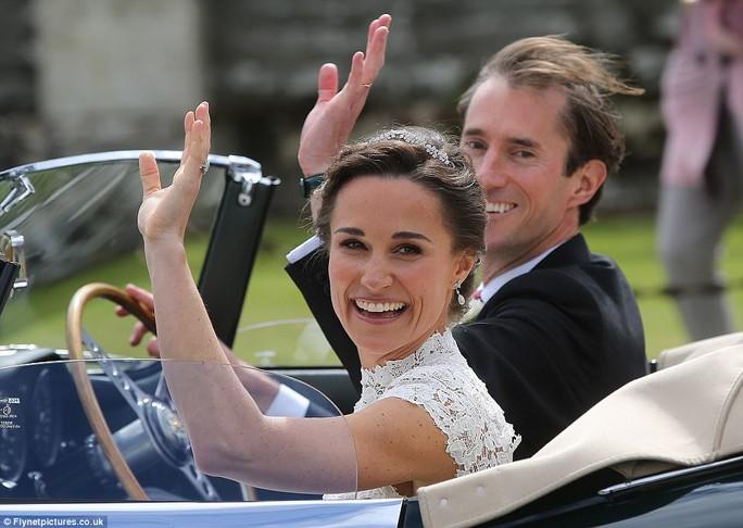 Cận cảnh đám cưới lộng lẫy của em gái công nương Kate - Ảnh 2.