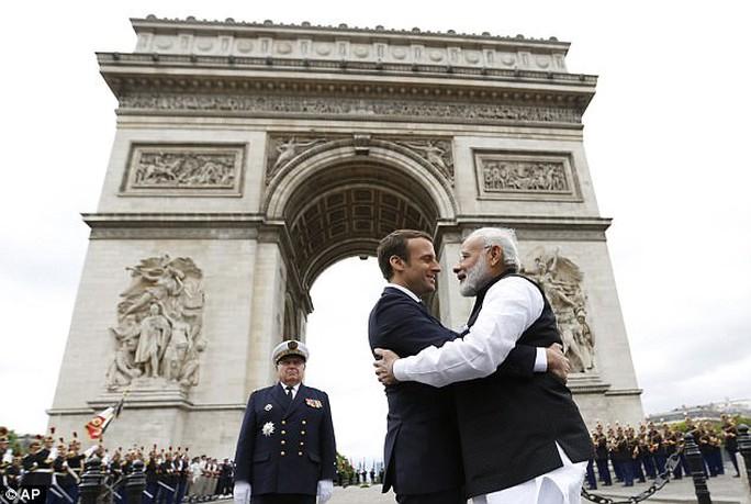 Pháp- Ấn Độ: Cái ôm nồng nhiệt chống sự nóng lên của toàn cầu - Ảnh 1.