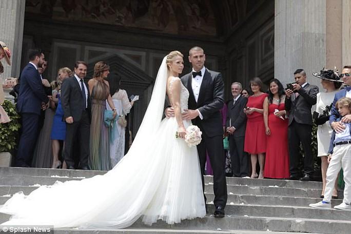 Hoành tráng mùa cưới của sao bóng đá - Ảnh 5.