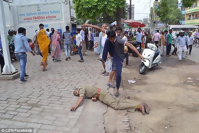 Ấn Độ: Nằm bệnh phòng chăm sóc đặc biệt vẫn bị cưỡng hiếp - Ảnh 2.