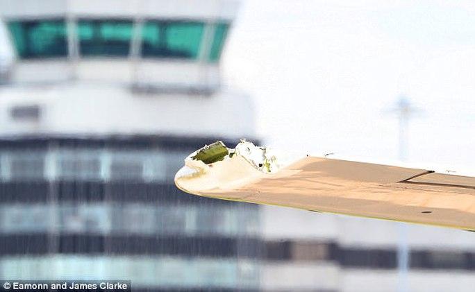Máy bay Anh vỡ cánh trên đường tới Cuba - Ảnh 1.