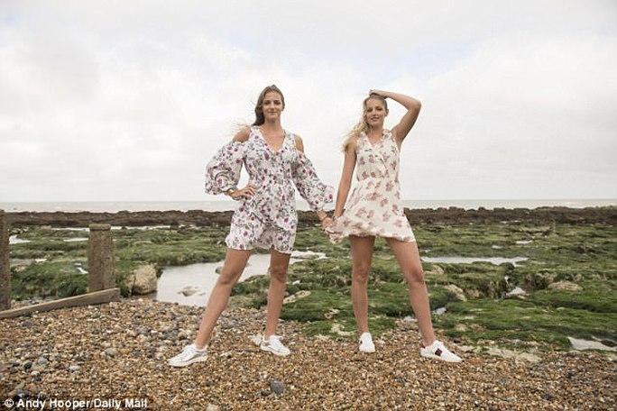 Chị em song sinh xinh đẹp ở Wimbledon 2017 - Ảnh 2.