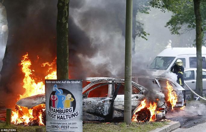 Biểu tình bạo lực phản đối G20, gần 200 cảnh sát bị thương - Ảnh 5.