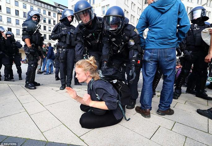 Biểu tình bạo lực phản đối G20, gần 200 cảnh sát bị thương - Ảnh 16.