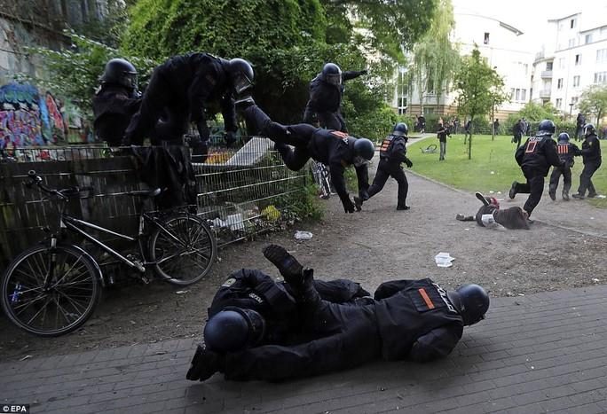 Biểu tình bạo lực phản đối G20, gần 200 cảnh sát bị thương - Ảnh 22.