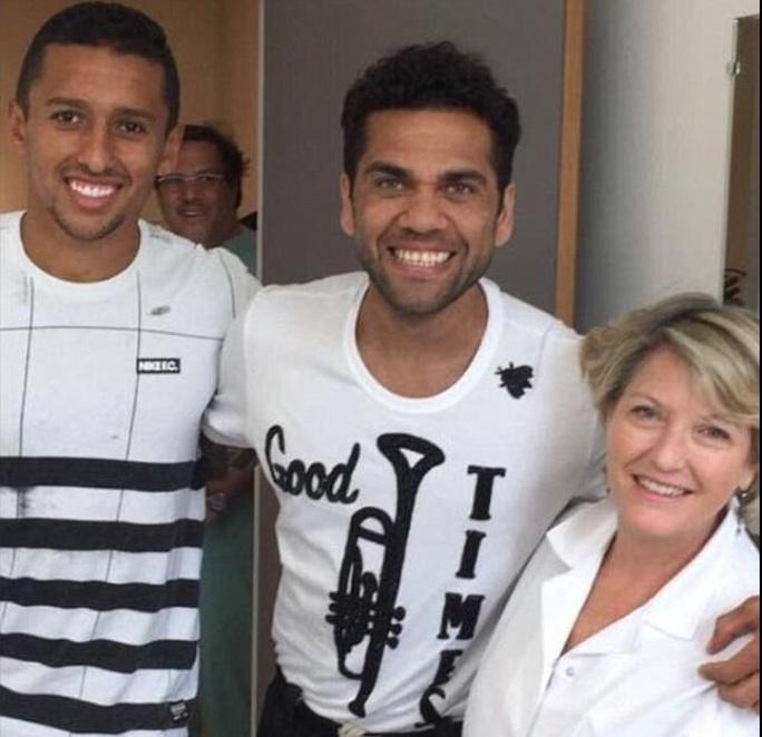 Alves lật kèo Man City, chuẩn bị ký hợp đồng với PSG - Ảnh 2.