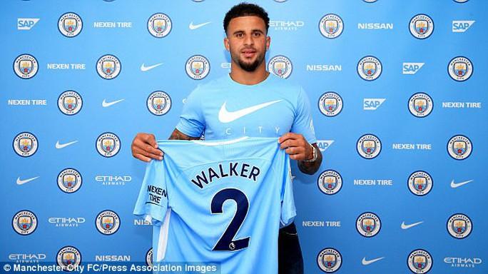 Man City mua bom tấn Walker, Juve bán Bonucci - Ảnh 1.