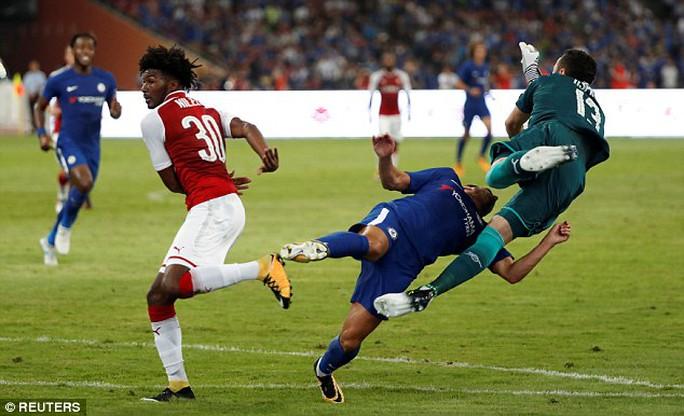 Pedro nhập viện cấp cứu trận Chelsea đại thắng Arsenal - Ảnh 2.