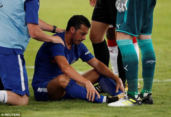 Pedro nhập viện cấp cứu trận Chelsea đại thắng Arsenal - Ảnh 3.