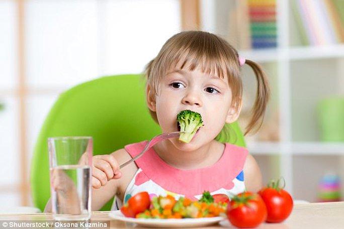Chuyên gia Úc bày cách giúp bé thích ăn rau - Ảnh 1.
