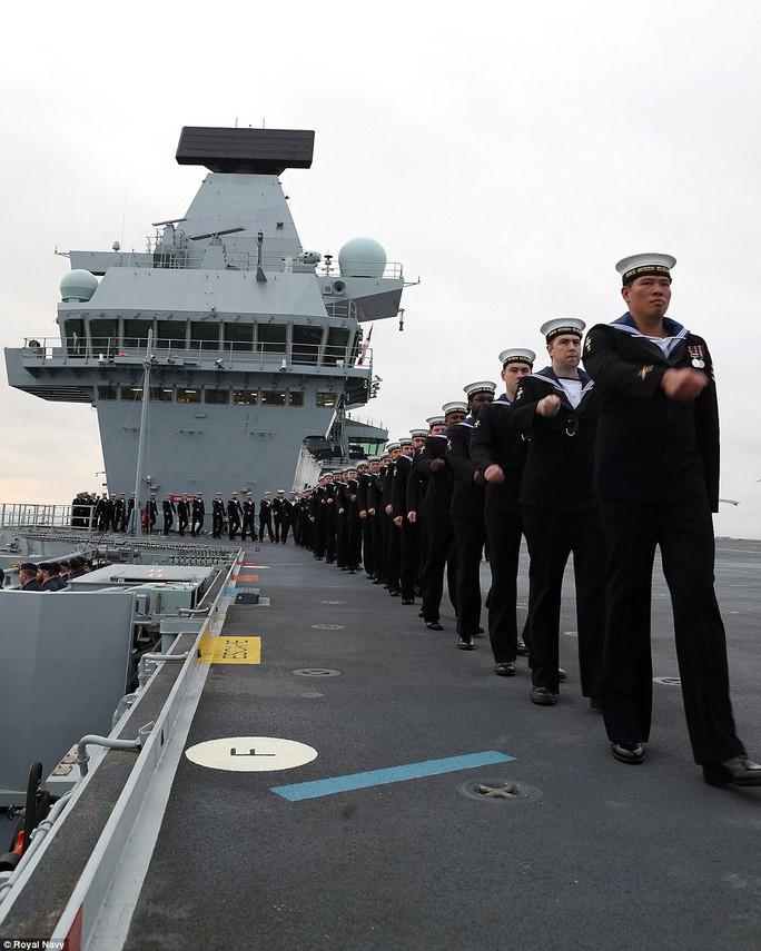 Cận cảnh chiến hạm lớn nhất của Hải quân Anh - Ảnh 6.