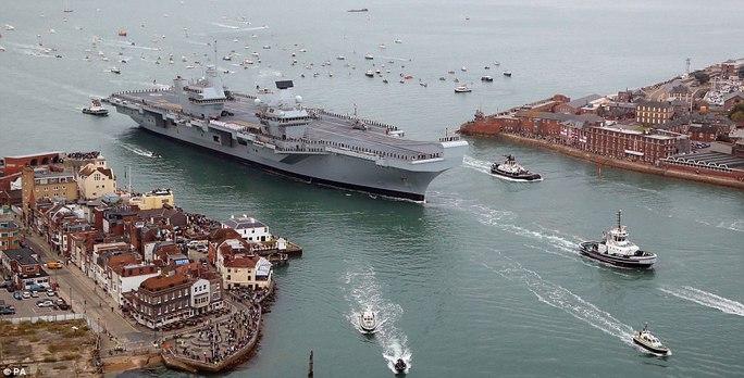 Cận cảnh chiến hạm lớn nhất của Hải quân Anh - Ảnh 3.