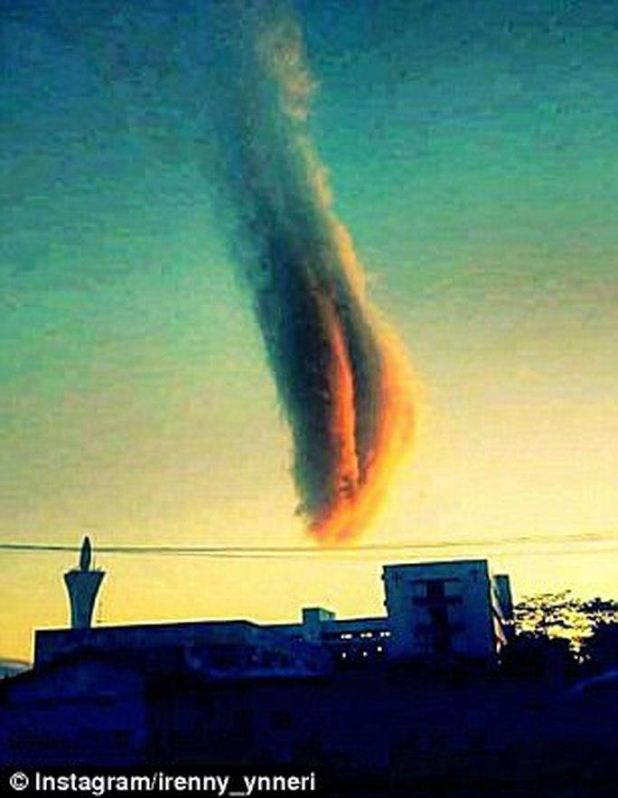 Đám mây nắm đấm lạ lùng gây hoang mang - Ảnh 3.