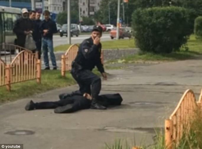 Nga: Bắn chết kẻ đâm chém loạn xạ ngoài đường - Ảnh 3.