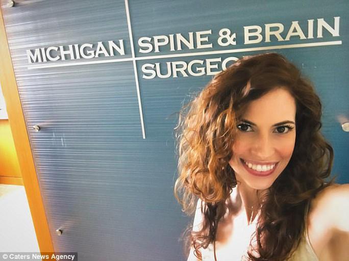 Nữ diễn viên suýt chết vì lỗ rò trong… động mạch não - Ảnh 3.