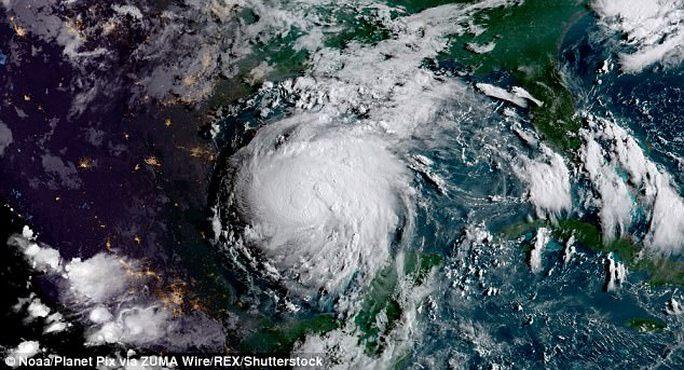 Dân Mỹ tranh giành lương thực, bão lớn đổ bộ - Ảnh 4.