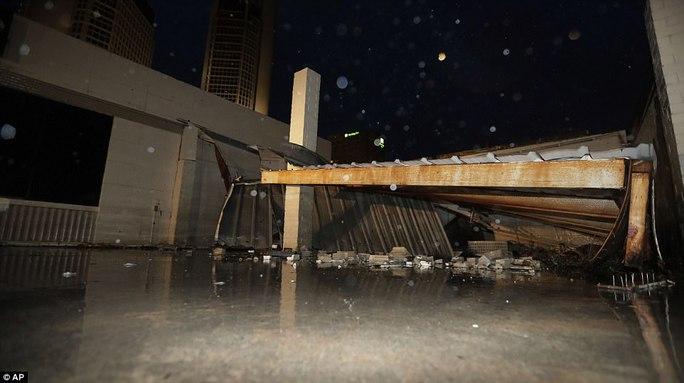 Cận cảnh đổ nát tại bang Texas sau siêu bão Harvey  - Ảnh 12.