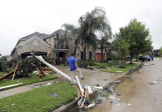 Cận cảnh đổ nát tại bang Texas sau siêu bão Harvey  - Ảnh 11.