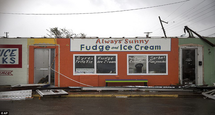 Cận cảnh đổ nát tại bang Texas sau siêu bão Harvey  - Ảnh 2.
