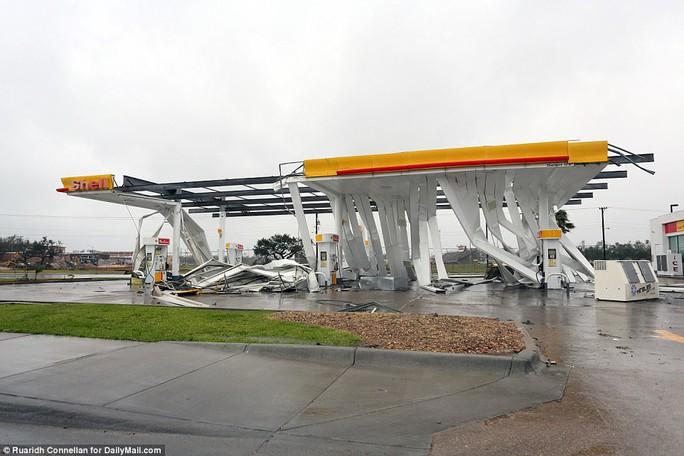 Cận cảnh đổ nát tại bang Texas sau siêu bão Harvey  - Ảnh 3.