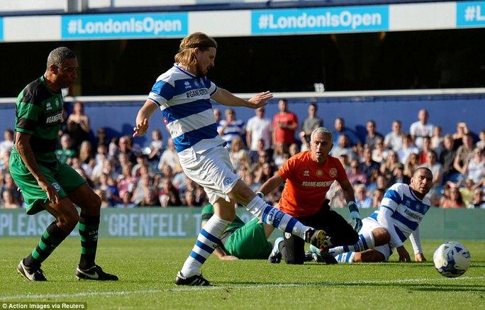 Mourinho làm thủ môn, đội nhà thủng lưới liền 6 bàn - Ảnh 7.