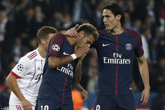 Cavani làm lành Neymar sau trận đại thắng Bayern - Ảnh 1.