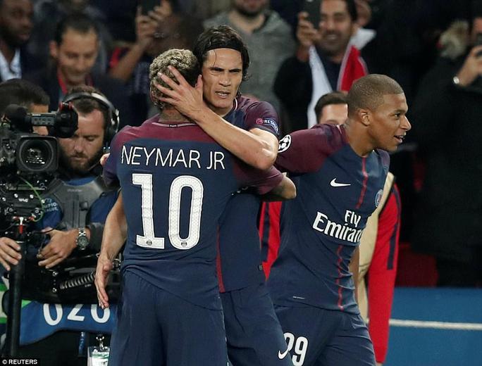 Cavani làm lành Neymar sau trận đại thắng Bayern - Ảnh 2.