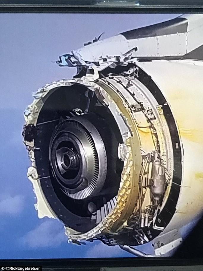 Máy bay chở hơn 500 người gặp sự cố giữa biển, hành khách phát hoảng - Ảnh 2.