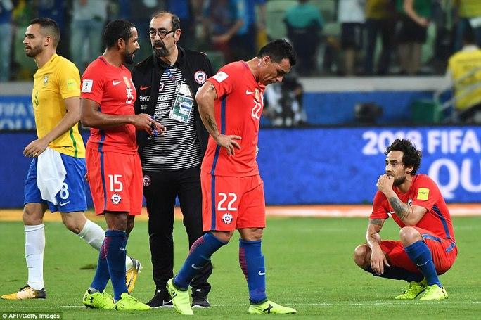 Sanchez và đồng đội đắng lòng nhìn Peru lấy suất play-off World Cup - Ảnh 8.