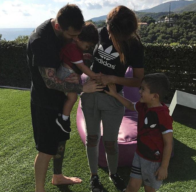 Messi chuẩn bị làm bố lần thứ ba - Ảnh 3.