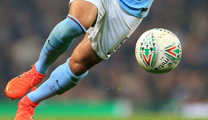 Man City suýt bị loại, Guardiola đổ thừa quả bóng - Ảnh 2.