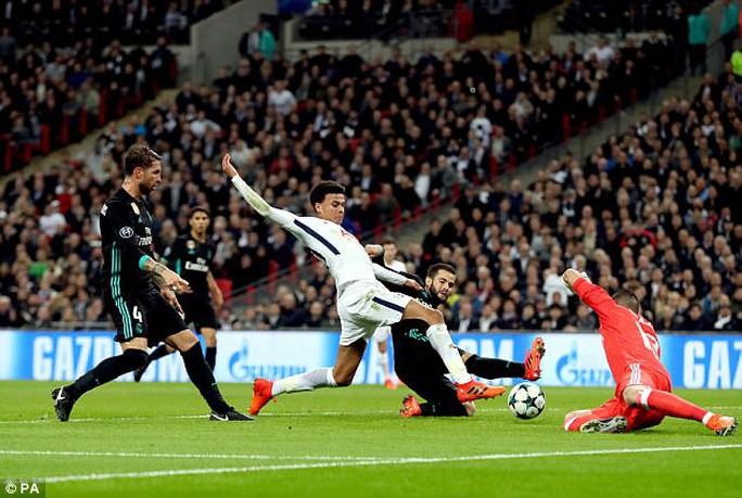 Bàn mở tỉ số của Tottenham vào lưới Real không hợp lệ? - Ảnh 3.