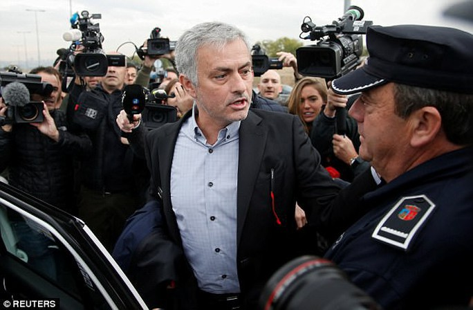 Mourinho nhận tội, trả lại tiền gian lận thuế - Ảnh 2.