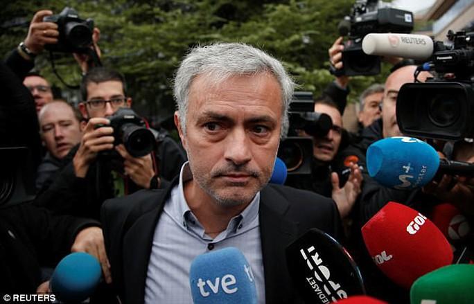 Mourinho nhận tội, trả lại tiền gian lận thuế - Ảnh 1.