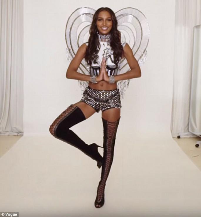 Thiên thần Jasmine Tookes hé lộ bộ cánh mới - Ảnh 4.