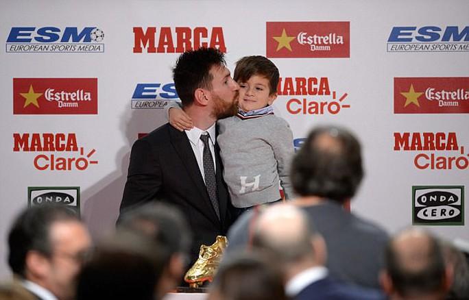 Gia đình Messi đáng yêu tại lễ trao giải Chiếc giày vàng - Ảnh 7.