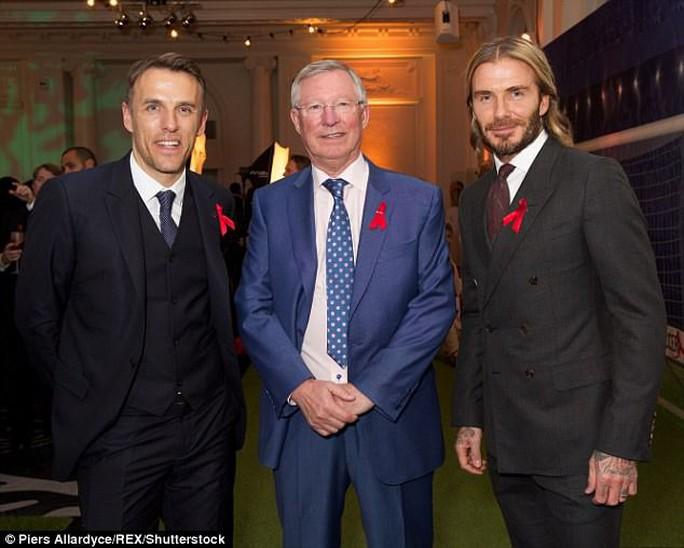 Beckham, Neville hội ngộ thầy Alex Ferguson - Ảnh 1.